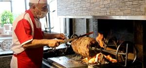 Erzurum'da restoranlar açıldı, Dadaşlar cağ kebabına koştu