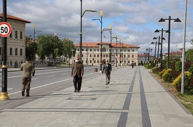 Sivas'ta 3 bin 556 Suriyeli yaşıyor İçişleri Bakanlığı Göç İdaresi Genel Müdürlüğü verilerine göre  Sivas'ta 3 bin 556 Suriyeli yaşıyor.