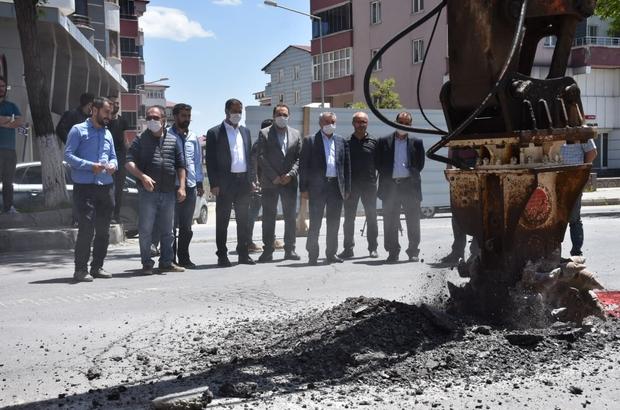 Tatvan Belediyesinden hummalı çalışma Cumhuriyet Caddesi'nin altyapı çalışmalarına başlandı