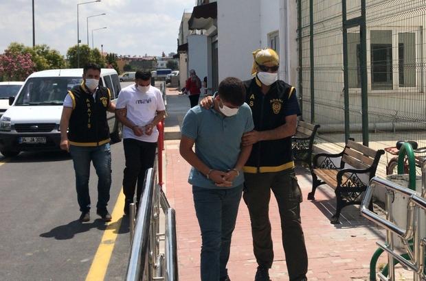 Lastik patlatıp altın çalan hırsızlar tutuklandı Adana'da lastik patlatıp hafif ticari araç içindeki 20 bin lira değerindeki altını çalan iki kişinin altınları çalması saniye saniye görüntülendi