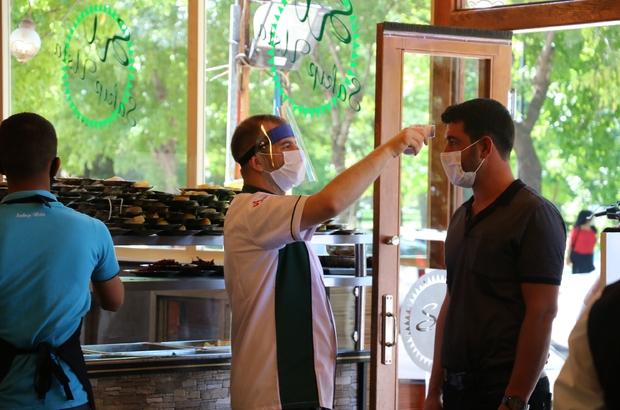 Gaziantepliler lokantalara koştu Gastronomi kenti Gaziantep'te lokanta ve restoranlar açıldı En çok beyran özlendi