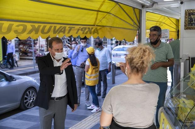 """Başkan Seçer'e esnaf gezisinde yüksek su faturalarını sordular Mersin Büyükşehir Belediye Başkanı Seçer, yeni normalleşme dönemi ile birlikte dükkanlarını açan esnafa hayırlı işler diledi. Vatandaşlar, Seçer'e su faturaları ile ilgili şikayetlerini ilettiler Seçer: """"Su fiyatlarına kesinlikle zam yapılmadı"""""""