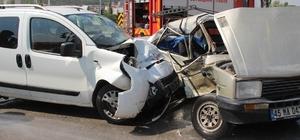 Manisa'da trafik kazası: 3 ağır yaralı Manisa'nın Soma ilçesinde meydana gelen trafik kazasında 2'si Suriye uyruklu 3 kişi ağır yaralandı