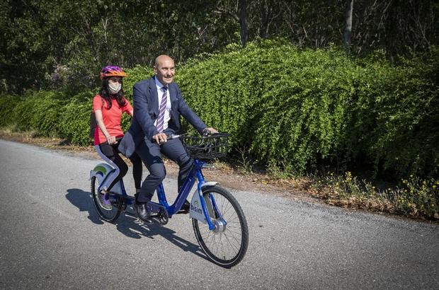 Dünya Bisiklet Günü'nde tandem bisiklet müjdesi Başkan Soyer görme engelli takım arkadaşıyla tandem bisiklet kullandı