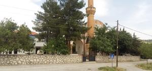 Depremde minarenin taşları ayrıldı