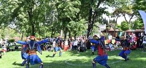 Atatürk parkında gençler doyasıya eğlendi
