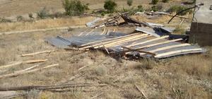 Elazığ'da hortum ahır ve samanlığın çatısını uçurdu