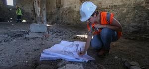 Bergama'daki tarihi binalar restorasyonla yeniden ayağa kalkıyor Tarihi binalar, restoran ve parşömen müzesi olarak hizmet verecek