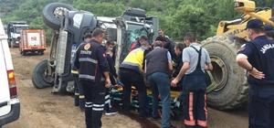 Domaniç'te hafriyat kamyonu devrildi: 1 yaralı