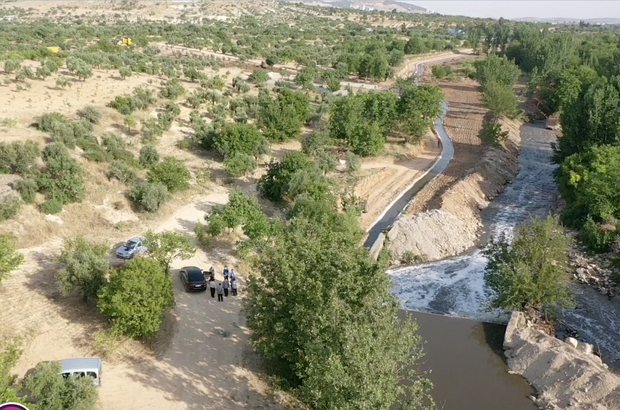 Güneydoğu'da kıraç araziler de sulanabilecek Çiftçinin umudu sulama kanalı hizmete girdi Yaklaşık 4 bin metre uzunluğundaki kanal ile bin dekar arazi sulanacak