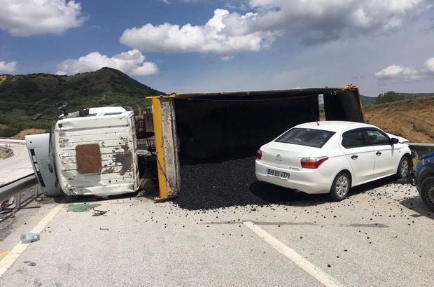 Sivas'ta asfalt yüklü kamyon devrildi: 4 Yaralı
