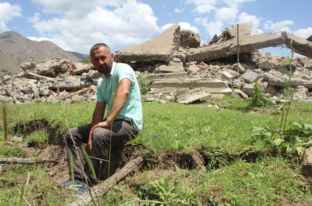 Bingöl'de deprem sonrası oluşan yarıklar dikkat çekti