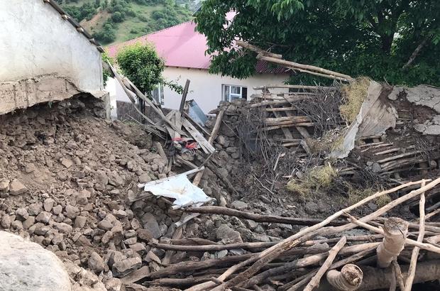 Bingöl Yedisu'da 4.3'lük deprem, samanlık çöktü