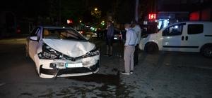 Isparta'da otomobiller çarpıştı: 2 yaralı
