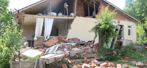 AFAD'dan Bingöl depremi ile ilgili son durum açıklaması Bingöl'de şu ana kadar 247 artçı depremin meydana geldiği belirtilen açıklamada, ekiplerin sahada yaptığı çalışmalar da detaylı olarak aktarıldı