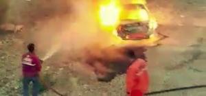 Seyir halindeki otomobil alev alev yandı Alkollü sürücünün yanan araçtan inip alkol almaya devam ettiği iddia edildi