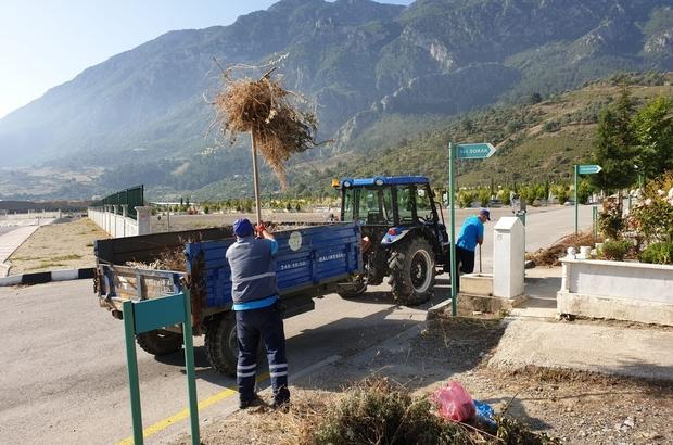 Manisa genelindeki mezarlıklarda hummalı çalışma