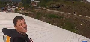 Artvin'de bir paraşütçü irtifa kaybedince bir fabrikanın çatısına indi