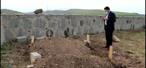 Başkan Sayan tandıra düşerek hayatını kaybeden anne ve kızın ailesini ziyaret etti