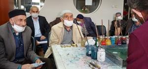 Muhtardan örnek projeye tam destek 65 yaş üzeri vatandaşlar Erzurum'un tarihi ve kültürel yerlerini gezdi