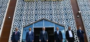 Bakan Karaismailoğlu Siirt'te yol çalışmalarını inceledi Siirt'te 20 yıl aradan sonra ilk kez yol çalışmaları karayolu ile incelendi