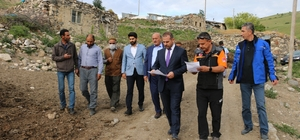 Vekiller depremden hasar gören köylerde depremzedelerin dertlerine ortak oldu