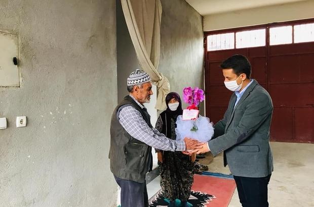 Kaymakam Şeref Gülyer'den şehit ailelerine çiçek