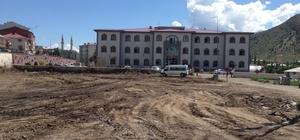 Oltu Hükümet binası önünde peyzaj çalışmaları başladı