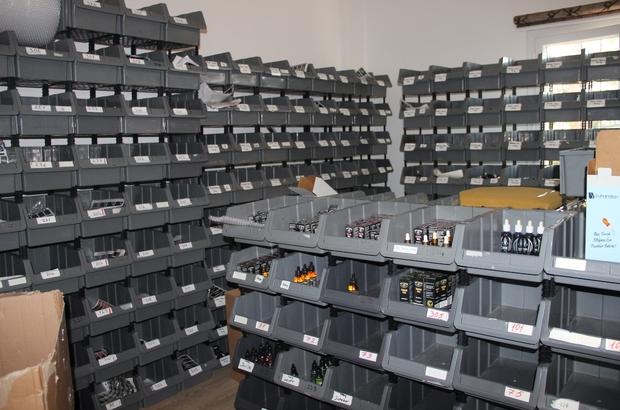 İzmir'de villaya kaçak elektronik sigara baskını 2 bin 500 liraya kiralanan villadan 5 milyon liralık kaçak ürün çıktı