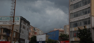 Keşan'da yağmur başladı, vatandaş zor anlar yaşadı