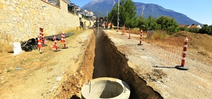 Fethiye'nin 127 milyonluk yatırımı devam ediyor Muğla Büyükşehir Belediyesi, Fethiye Ölüdeniz Mahallesi Hisarönü-Ovacık mevkii bugüne kadar Bin 520 metre kanalizasyon hattı ile 52 adet muayene bacasının imalatlarını tamamladı.