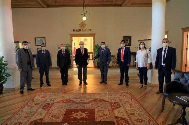 Muhtarlardan Başkan Gürün'e Pandemi teşekkürü Muğla Muhtarlar Federasyonu üyeleri pandemi sürecinde Muğla Büyükşehir Belediyesinin vatandaşlara yapılan yardım paketleri için Başkan Osman Gürün'e teşekkür eti.