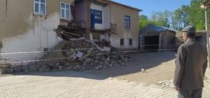 Van'daki depremde 5 kişi yaralandı 5.4 büyüklüğündeki depremde 15 mahallede hasar oluştu