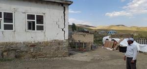 Depremzedeler hasar gören evlerini boşaltıyor