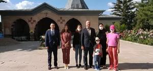 Adalet Bakanı Gül, Hacıbektaş Veli türbesini ziyaret etti