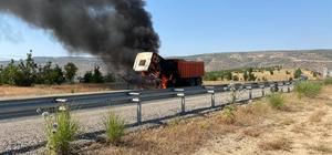 Siirt'te seyir halindeki kamyon alev aldı
