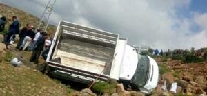 Kamyonet şarampole uçtu: 17 yaralı Erzurum'da trafik kazası