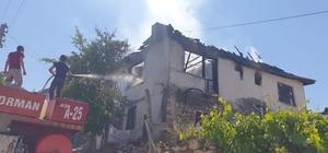 Emet'te yangında 2 katlı ev kullanılamaz hale geldi