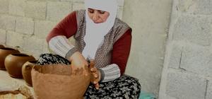 Mutki'de asırlık çanak çömlek geleneği sürüyor Kavakbaşı beldesinde özellikle kadınlar tarafından çamurdan üretilen çanak çömlek geleneği asırlardır devam ediyor