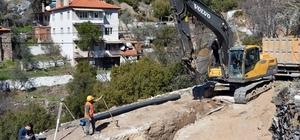 Kavaklıdere'de parsel bağlantılarına başladı Muğla Büyükşehir Belediyesi Su ve Kanalizasyon İdaresi tarafından Kavaklıdere ilçesinde başlatılan 11 bin metre kanalizasyon hattının 9 bin metresi tamamlandı.