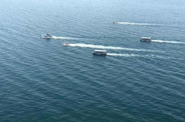 Göçmenleri taşıyan batık tekneyi arama çalışmaları devam ediyor İçişleri Bakanı Süleyman Soylu, havadan ve gölde çalışmaları inceledi