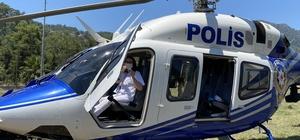 Bakan Soylu şehit kardeşinin dileğini gerçekleştirdi İçişleri Bakanı Süleyman Soylu'ya polis helikopteri binme talebinde bulunan şehit Astsubay Hakan Taşdemir'in kız kardeşinin talebi Muğla Emniyet Müdürlüğü tarafından yerine getirildi