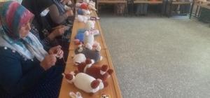 Kursiyerlerden ana sınıfı öğrencilerine örgü oyuncak
