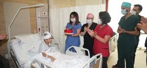 Hastanede doğum günü sürprizi Beyin ameliyatı olan Muhammed Ali Efe'ye servis hemşireleri doğum günü sürprizi yaptı
