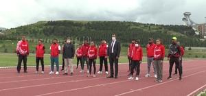 Atletizm Milli Takımı, Erzurum'da kampa girdi Türkiye Atletizm Federasyonu Başkanı Fatih Çintımar sporcularla bir araya gelerek moral verdi Olimpiyat kotası alan Meryem Bekmez ve Yavuz Ağralı da kampa dahil oldu