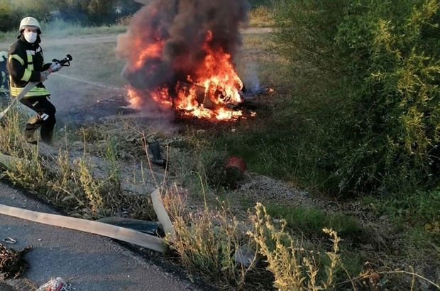 Manisa'da feci kaza: traktör ikiye bölündü, otomobil alev alev yandı Manisa'da korkutan kaza: 7 yaralı