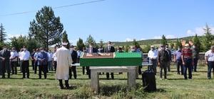 Vali Çelik, şehit babası Yaşar Yıldız'ın cenaze törenine katıldı