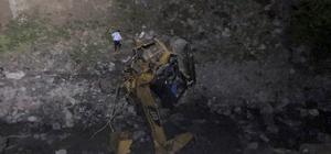 Gümüşhane'de yol çalışması yapan ekibin üzerine heyelan düştü: 2 ölü Heyelan iş makinesi ve çalışanları önüne katarak 300 metrelik uçuruma yuvarladı