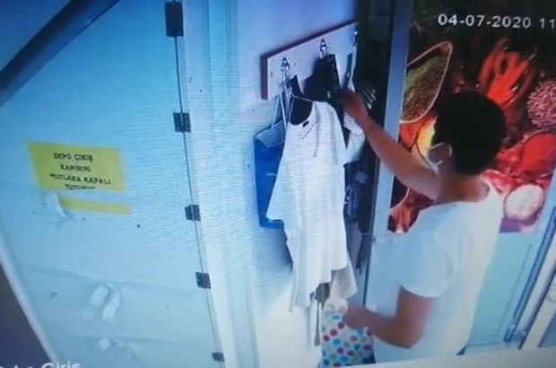 Mağaza çalışanının çantasını çaldı, para bulamayınca çöpe attı