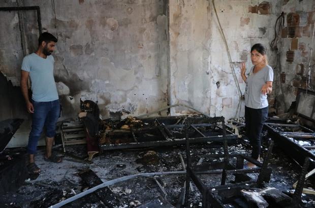 Elektrik kontağından çıkan yangın hayatlarını kararttı Yangında evleri kullanılamaz hale gelen Mehmet-Yağmur Tozman çifti, yardım bekliyor İtfaiyenin yangında mahsur kalan 'Paşa'yı kurtarması Tozman çiftinin tek tesellisi oldu